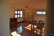 Le 2ème étage, prévu comme bureau, salle de détente, avec un coin chambre, si besoin.