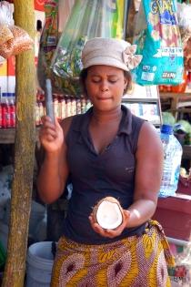 Découpe de la noix de coco