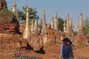 Indein_SchweInnTain_Pagoda_2014-12-31_023