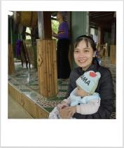 Jolie maman avec bébé Yamaha
